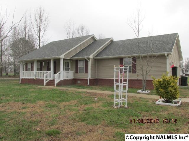 Photo of home for sale at 343 Coggins Road, Ardmore AL