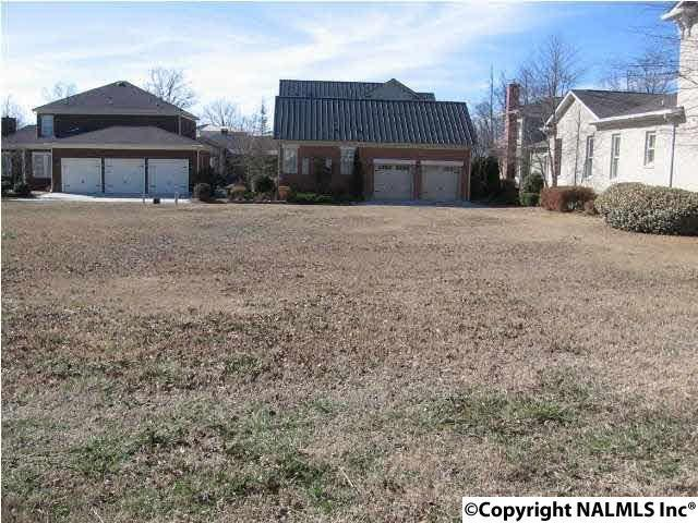 Photo of home for sale at 4 Royal Troon Drive, Huntsville AL